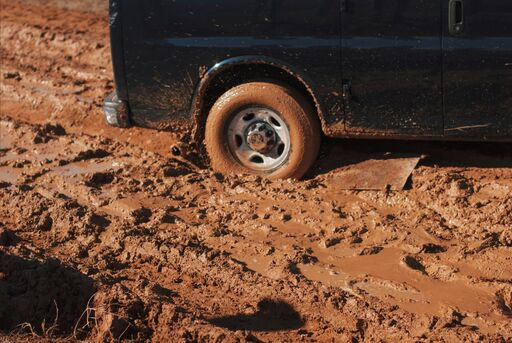 4wd wheel stuck in mud